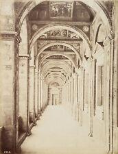 ALINARI, Halle im Vatikan, Blick durch einen langen Korridor, Rom, Italien