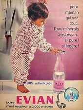 PUBLICITE EVIAN EAU MINERALE POUR MAMAN QUI SAIT TOUT BEBE DE 1962 FRENCH AD PUB