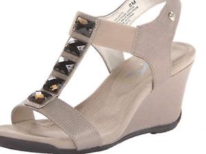 Anne Klein Sport AK7Lofty Womens Taupe Wedge Heeled T Strap Sandals Size 9