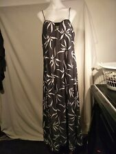 Witchery Ladies Stretch Dress in a Black and White Floral Print Size 14