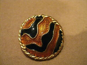 **BEAUTIFUL VINTAGE 1990'S YOSCA LARGE ANIMAL PRINT CLIP BUTTON EARRINGS-*NEW*
