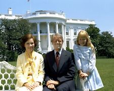 PRESIDENT JIMMY CARTER w/ FIRST LADY ROSALYN & DAUGHTER AMY  8X10 PHOTO (DD-124)