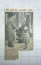 1949 Mr En Blaker Welcomes Filmstar Hazel Court To Warnes Hotel