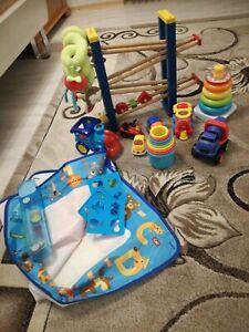 Kleinkindspielzeug paket besteht aus 11 Teilen.