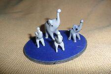 Una grande piccola collezione di quattro VETRO MURANO grigio Elefanti + una base di specchio