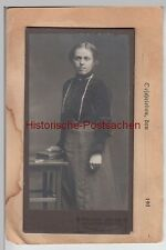 (F4631) Orig. Kabinettfoto, junge Dame a. Feldpostkarte geklebt