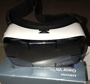 Samsung Gear VR Headset (SMR322NZWAXAR)