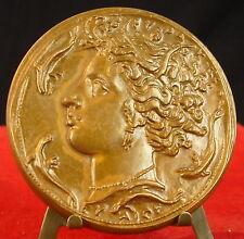 Médaille Femme à l'antique dauphins poissons Medal 勋章 Bernard Bozec
