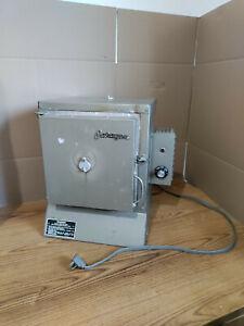 Paragon E10 Ceramic Kiln Oven 120V 14.1 AMPS 1692 WATTS 60HZ PHASE 1 *2000 DEG