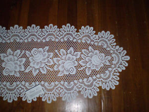 """Heritage Lace Rose 17""""x 50"""""""