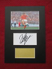 HOLLAND JOHAN CRUYFF GENUINE HAND SIGNED A4 MOUNTED CARD with PHOTO DISPLAY- COA