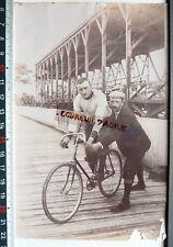 Photo coureur cycliste sur velodrome piste en bois vélo ancien G31