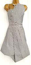 Vestido de verano impresionante Karen Millen Talla 8 Pin Stripe Ventilador inusual ocasión en muy buena condición