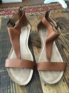 Kenneth Cole Reaction Women's Brown Great Gal Wedge Thong Sandals..Size 8...EUC