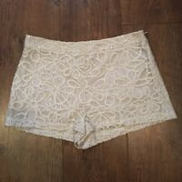 UK 10 TOPSHOP OFF WHITE CROCHET SHORTS BEACH/SUMMER/HOLIDAY/TOWIE/BOHO/CELEB/