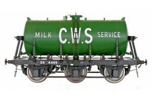 Dapol 7F-031-008, Gauge O, 6 Wheel Milk Tanker 'CWS' green