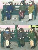 4 station seats & figures (N scale) - Unpainted - Langley A4