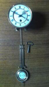 altes komplettes Uhrwerk für einen Regulator