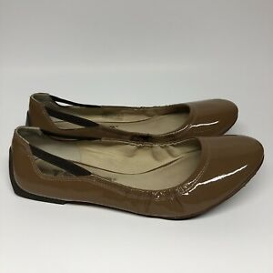 Tsubo Women's Beige Patent Leather Ballet Flat Slip Ons Shoes size 10