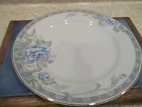 "1  Royal Limited Bouquets of Blue 10 1/4"" Dinner Plates Blue White Flowers Gray"