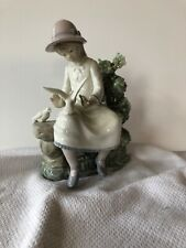 "Llardo figurine ""Girl sitting on Bench with Doves"""
