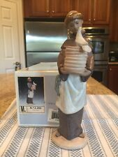Lladro 2202 A Helping Hand w/ Original Box - Mint Condition