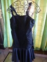 38/40 robe noire a bretelles volantées en biais ,ceintrée