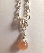 collier argenté 47 cm avec pendentif perle orange clair