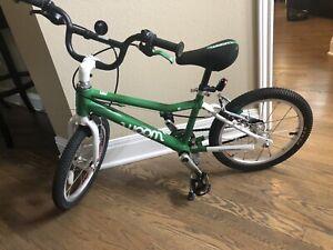 """Woom 3 16"""" Kids Bike Green - Pre-owned Bicycle"""