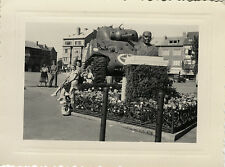 PHOTO ANCIENNE - VINTAGE SNAPSHOT - MILITAIRE CHAR USA WW2 STATUE BUSTE - TANK