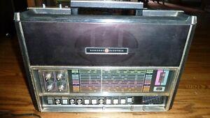 GENERAL ELECTRIC MODEL P4990 WORLD MONITER SHORTWAVE 12 BAND RADIO VINTAGE