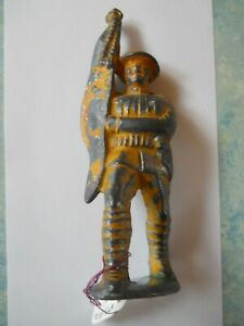 Vintage Cast Lead Toy MANOIL Soldier with Flag    M2