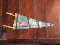 VINTAGE PLEASURE ISLAND WAKEFIELD MASS FELT PENNANT 1960'S/Santa's Village Pins
