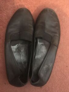 heavily used cabin crew cabin shoes