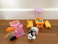 Fisher Price. Little People. Elena and Her Sunny Day Picnic.