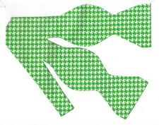 (1) Green & White Houndstooth Self-tie Bow tie