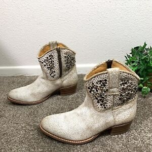 Frye Deborah Studded Short Boots White Distressed Women's Size 8 M Western Boho