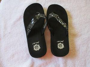 """Women's Yellow Box Black Thongs Flip Flops Size 9 """"Sandy"""""""