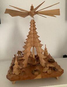 Tisch Pyramide mit Tannenbogen, Schnitzkunst aus dem Erzgebirrge
