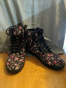 Doc Dr. Martens Hackney Floral Black Pink Roses Canvas Boots Shoe Womens US 8