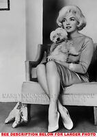 MARILYN MONROE INTERVIEW with DOGGIE 1xRARE5X7 PHOTO