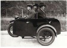 Ansichtskarte: Platz für drei: Motorrad mit Seitenwagen und originellen Sitzen