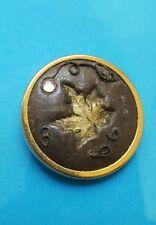 Jolie clip à foulard motif feuille d'érable metal doré et strass.A744