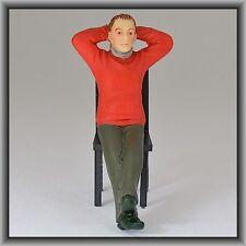 Dingler Handbemalte Figur Polyresin - Spur I - Mann sitzend, roter Pullover