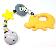 Beisskette Krokodil mit Namen Silikon Zahnungshilfe Stern Junge grau gelb