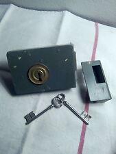 Serrure grise avec 2 clefs NDB 1ère qualité année 1940/1960 jamais servie