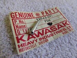 NOS KAWASAKI H1 H2 KH500 Z1 900 S3 S1 KZ400 GAS FUEL TANK CAP PIN 92043-091