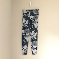 Old Navy 7/8 Active Wear leggings floral camo - Size Small - EUC
