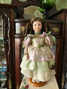 Colombine et son ours Porcelain Doll Christine & Cecile Mundia Collection 1999*