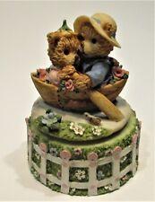 Beautifully Music Box  two loving bears in a boat/twee verliefde  beertjes